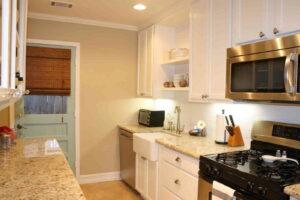 cat dapur warna krem